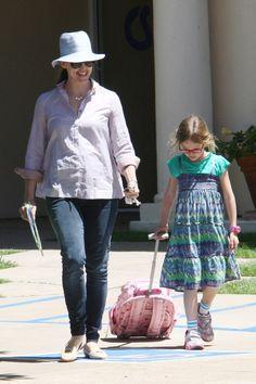 Jennifer Garner picks up Violet from a day of learning