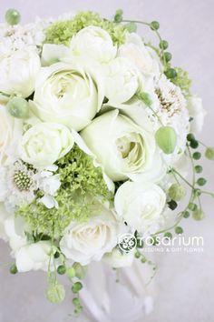 ロザリウム(Rosarium) 25ansウェディング掲載 ナチュラルラウンドブーケ