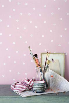 KARWEI | Met dit roze behang vrolijk je direct de kamer op.  #karwei #behang #print #dessin