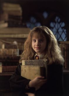 Hermione and her Books ~ Harry Potter and the Sorcerers Stone ~ (Emma Watson)