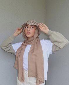 Modern Hijab Fashion, Street Hijab Fashion, Hijab Fashion Inspiration, Muslim Fashion, Modest Fashion, Korean Fashion, Fashion Ideas, Cute Casual Outfits, Modest Outfits