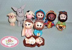 presepio composto por Jose,Maria,menino Jesus na manjedoura,3 reis magos,3 animais.  todas as peças modeladas a mão cheias de detalhes. R$ 60,00