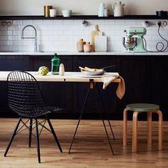 Nog even wachten en dan komt er weer een hele gave stoel bij op onze site. De DKW style wire chair! Natuurlijk in verschillende kleuren samen te stellen naar je eigen smaakWat vinden jullie ervan? #designstoel#nieuw#dkw#wirechair#draadstoel#binnenkortverkrijgbaar#webshop#interieur#design#vintagelab15