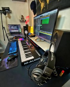 We round up the best music production courses for beginners. Up your music production game with these 8 courses. Synthesis, EQ, compression, mixing, mastering and more. Home Recording Studio Setup, Home Studio Setup, Studio Interior, Audio Studio, Music Studio Room, Home Music Rooms, Music Bedroom, Men Bedroom, Music Courses
