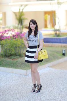 Striped skirt, tshirt and a yellow bag http://www.justlia.com.br/2014/08/look-do-dia-bolsa-amarela/