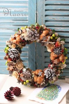 1051e96a9511b0d3f53606fd4027c25c Pom Pom Wreath, Diy Wreath, Ornament Wreath, Autumn Wreaths, Holiday Wreaths, Xmas Decorations, Flower Decorations, Holidays And Events, Fall Decor