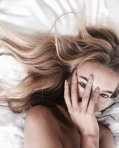 Image uploaded by Sofie Bay. Find images and videos about girl, photography and pretty on We Heart It - the app to get lost in what you love. Selfie Poses, Selfies, Instagram Pose, Insta Photo Ideas, Girl Photography Poses, Pretty Face, Pretty People, Portraits, Photoshoot