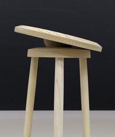 no, sweat! balance stool by darryl agawin challenges motor coordination - designboom Fast Furniture, Furniture Repair, Bespoke Furniture, Furniture Design, Furniture Making, Motor Coordination, Ball Chair, Wood Turning Projects, Furniture Collection