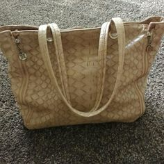 Beige Croc purse Crocodile pattern. Has zippers pm sides and can be unzipped (see pictures). Great condition. Bags Totes