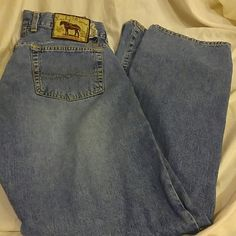 Lucky Brand Jeans Button fly Lucky brand jeans. These are in excellent shape. Size 6 with inseam of 28. Lucky Brand Jeans Straight Leg