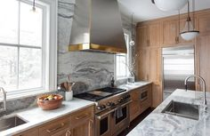 A Transitional Kitchen in the North Shore of Chicago Big Kitchen, New Kitchen Cabinets, Kitchen Dining, Stone Countertops, Transitional Kitchen, Cottage Interiors, Dining Room Design, Design Firms, North Shore