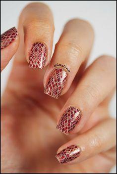 Incoco Nail Polish Appliqué - Cobra Couture #nails #nailstrips #incoco #cobracouture #didoline #didolinesnails @Incoco