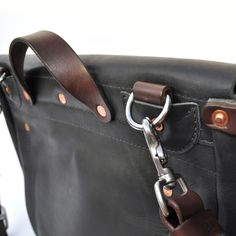 Mailbag by Emil Erwin - strap detail