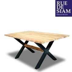Très belle table de jardin 180cm. Plateau en teck recyclé, pieds en fer teinté noir. Chaque pièce est unique!