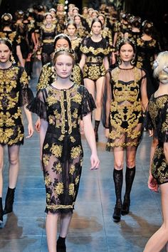 Raise your hand if you want a free blazer inspired by DOLCE AND GABBANA FW13!!  Find out how at>> http://www.youtube.com/watch?v=DQIR8DIgI9I  #contest #dolceandgabbana #freestuff