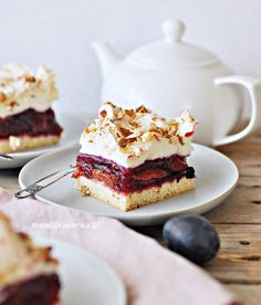 Plum cake with meringue and nuts New Recipes, Cooking Recipes, Plum Cake, Shortbread, Meringue, Biscuits, Pie, Cookies, Breakfast