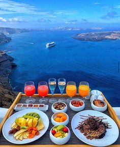 Breakfast with a view at the Chromata Santorini Hotel, Greece 🇬🇷 📷 Vacation Trips, Dream Vacations, Summer Vacations, Vacation Food, Vacation Shirts, Vacation Ideas, Good Morning World, Morning Person, Destination Voyage