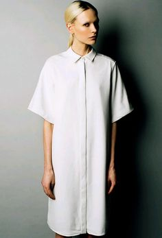 The simple ness of this white lab coat style jacket is very on trend I could do this and use the flower prints to make it my own design. Style Garçonne, Look Fashion, Womens Fashion, Fashion Design, White Lab Coat, Plus Size Shirts, White Shirts, Minimal Fashion, Modest Dresses