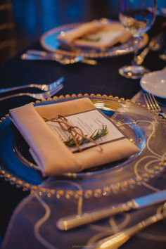 Elegant wedding table. Navy blue and gold