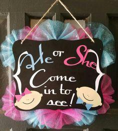 Gender Reveal door sign Gender Reveal Smoke, Baby Shower Gender Reveal, Baby Gender, New Baby Wreath, Baby Wreaths, Baby Shower Gifts, Baby Gifts, Gender Party, Baby E