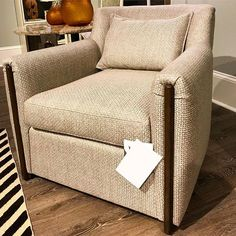 Taking luxury and customization to the next level with @thomfilicia 's new Rowland Swivel! Solid oak accents the arm and base, allowing any of the 80+ Vanguard Custom Finishes to be applied !  #customizedontcompromise #furniture #custom #comfort #luxury #madeinusa🇺🇸