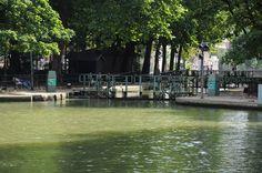 Gibet de Montfaucon. Au passage de la bien nommée « double écluse des morts », le canal Saint-Martin borde l'emplacement des sinistres potences.