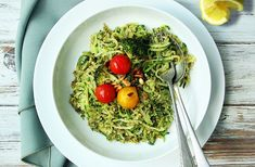 Delicious broccoli pesto on courgetti with cherry tomatoes. Broccoli Pesto, Clean Eating, Healthy Eating, Vegetarian Recipes, Healthy Recipes, Salad Ideas, Holistic Nutrition, One Pot Meals