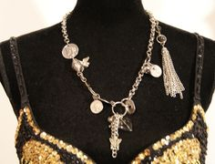 Geluks halssnoer met hartje, engeltje, vlinder, oliekleurige kralen, schildpadje, zilveren versiering. Talisman, geluksjuweel, good luck jewelry