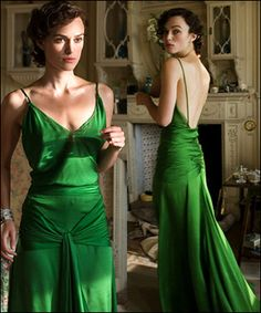 Keira Knightley, Cecilia Tallis - Atonement (Costume Design by Jacqueline Durran) Atonement Dress, Atonement Movie, Emerald Gown, Emerald Green Dresses, Beautiful Dresses, Nice Dresses, Gorgeous Dress, Winter Typ, Green Gown