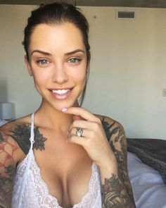 As Valerie Cossette, Laurence Bedard is a tattooed hot model. Laurence Bedard has been known to promote brands like Kimama and Slimwave on her account. She is known on Instagram with the nickname of lolobe4 Related