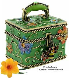 Trinket Box: Green Floral Square Bee