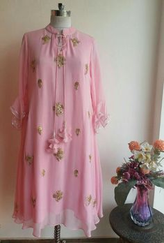 Beautiful Gota Patti motifs on Powder Pink Georgette Tunic with Neck Tie up and Tassels Kurti Designs Party Wear, Kurta Designs, Blouse Designs, Pakistani Dresses, Indian Dresses, Indian Outfits, Indian Attire, Indian Wear, Indian Designer Outfits