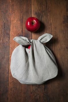 Sewing Bags Project DIY Easy Sewing Inspiration - Produce Bag * Check Out This Awesome Site! Easy Sewing Projects, Sewing Tutorials, Sewing Hacks, Sewing Crafts, Sewing Patterns, Serger Projects, Bag Patterns, Sewing Diy, Sewing Ideas