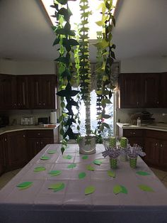 In the kitchen, where we served the food and drinks, I decided to go green, that is make lots of vines and leaves to decorate this space. I used a template from an old Martha Stewart Kids' Magazine and cut and sewed the vines out of different shades of green felt.