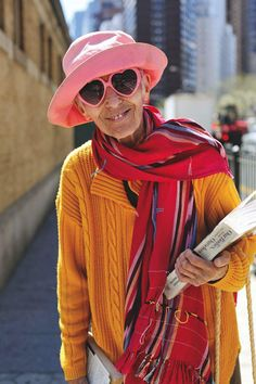 Advanced Style: Older and Wiser by Ari Seth Cohen is a photographic love letter to the life-affirming power of personal style. Mature Fashion, 60 Fashion, Womens Fashion, Street Fashion, Fashion Rocks, Fashion Ideas, Ari Seth Cohen, Brave, Advanced Style