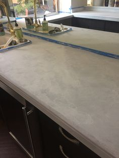 Want to know if you can paint over granite counter tops? I turned my ugly granite into gorgeous faux marble counters with just primer and paint. Poured Concrete Counters, Painted Granite Countertops, Recycled Glass Countertops, Faux Granite, Painting Countertops, Countertop Materials, Granite Kitchen Table, Granite Bathroom, Diy Kitchen