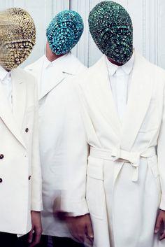 Maison Martin Margiela Crystal Masks    Martin Margiela  Fashion designer, Belgium     Het is mysterieus.   Het roept een gevoel bij je op maar het gevoel plaatsen is moeilijk.   Vrolijk of verdrietig? Ingetogen of extravagant?