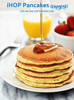 IHOP Pancakes (copycat) - Life In The Lofthouse - Pancake Recipes Ihop Pancake Recipe Without Buttermilk, Ihop Pancake Recipe Copycat, I Hop Pancake Recipe, Copycat Recipes, Pancake Recipes, Simple Pancake Recipe, Pancake Healthy, Waffle Recipes, Recipes