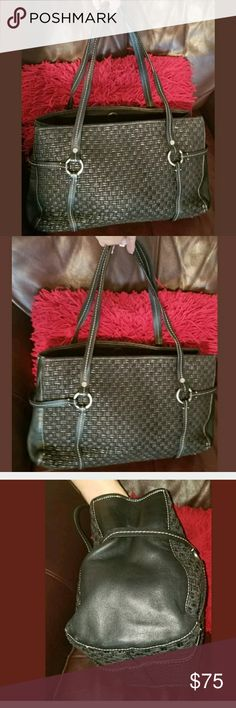 DONALD J PLINER ITALY BLACK LEATHER LARGE SHOULDER Donald J Pliner Black Leather Shoulder Bag. Weave pattern. Made in Italy. 10x17x6 and 10 strap drop. Pre owned condition with general signs of use. Still has a lifetime left. Donald J. Pliner Bags Shoulder Bags