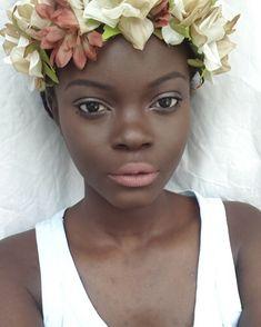 @flowerbatts ・・・ For make-up tutorials follow @darkskinwomen.makeup