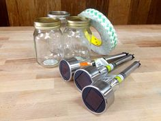 DIY Lighted Mason Jar: use dollar store solar lights, mason jars & foam tape. Diy Solar, Solar Light Crafts, Diy Home Decor Projects, Diy Projects To Try, Crafts To Make, Craft Projects, Diy Crafts, Mason Jar Solar Lights, Mason Jar Lighting