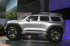Mercedes-Benz is showing off at the LA Auto Show the G-Class Ener-G-Force fuel cell vehicle, envisioning what a police vehicle from the year 2025 might be like.