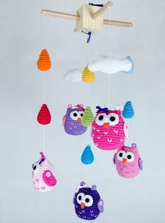 Fuente: https://www.etsy.com/listing/123658326/new-colorful-owls-clouds-and-rain-drops?ref=shop_home_feat
