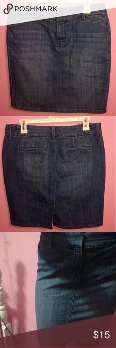 Old Navy denim skirt -Trendy denim skirt -good for dressing up or down -will happily consider all and any offers Old Navy Skirts Pencil