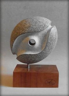 off center post Rock Sculpture, Modern Sculpture, Abstract Sculpture, Sculptures, Plastic Art, Stone Carving, Wire Art, Pebble Art, Stone Art