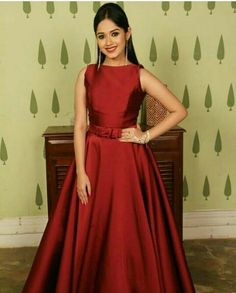 ideas how to wear makeup rocks for 2019 Frock For Teens, Gowns For Girls, Long Gown Design, Choli Dress, Gown Dress, Nice Dresses, Casual Dresses, Indian Gowns Dresses, Indian Attire