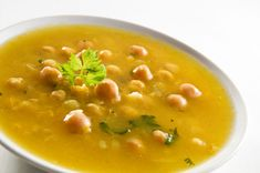 Immune-Boosting Chickpea and Roasted Garlic Soup.I LOVE roasted garlic! Detox Recipes, Soup Recipes, Vegan Recipes, Pepper Recipes, Think Food, Love Food, Entree Vegan, Garlic Soup, Roasted Garlic
