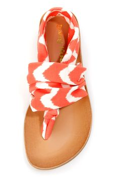 "Why love the Dirty Laundry Beka 2 Coral Zigzag Stretch Thong Sandals? ""Bekause"" they're awesome! Coral and ivory ikat print zigzags from knotted thong to slingback. Estilo Fashion, Fashion Mode, Look Fashion, Fashion Shoes, Petite Fashion, Curvy Fashion, Fashion Clothes, Fall Fashion, Fashion News"