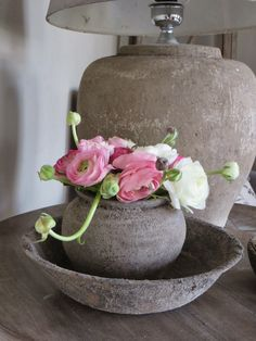 Beton look schaal + pot. Deco Floral, Shabby Flowers, Plant Decor, Rustic Style, Decorative Accessories, Wabi Sabi, Interior Decorating, Sweet Home, Home And Garden