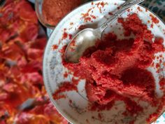 Use dehydrated tomato peels to make homemade tomato paste recipe. Reconstitute the tomato powder with a small amount of water for a great tasting paste. Tomato Paste Uses, Tomato Paste Recipe, Homemade Tomato Paste, Homemade Egg Noodles, Canning Stewed Tomatoes, Tomato Jam, How To Peel Tomatoes, Printable Recipe Cards, Home Food